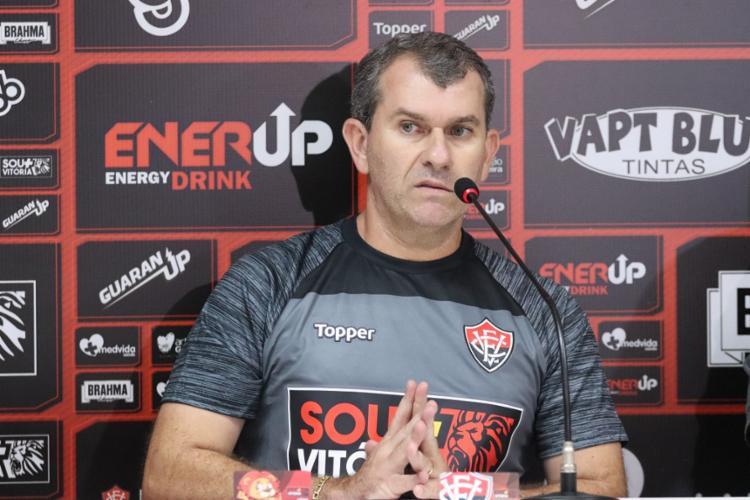 Treinador tem 'quebrado a cabeça' para mandar um time competitivo a campo - Foto: Maurícia da Matta | EC Vitória
