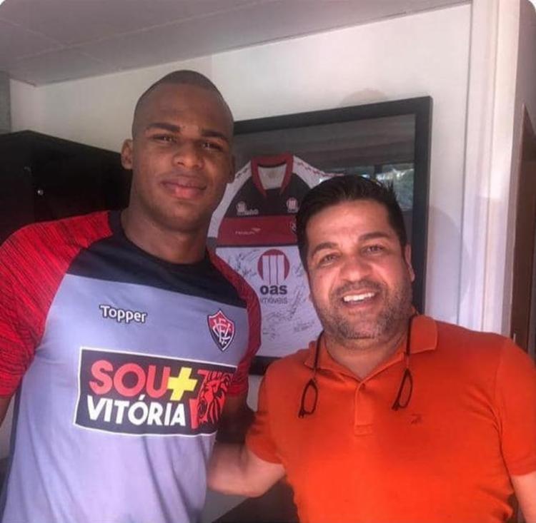Zagueiro chegou em Salvador e realizou exames médicos na Toca
