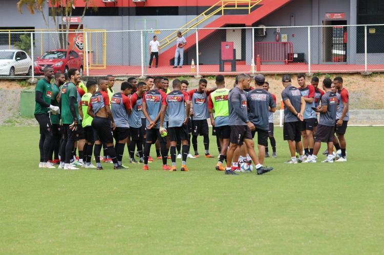 Após o final do treino deste domingo, a delegação Rubro-Negra seguiu viagem para São Paulo - Foto: ASCOM | EC Vitória