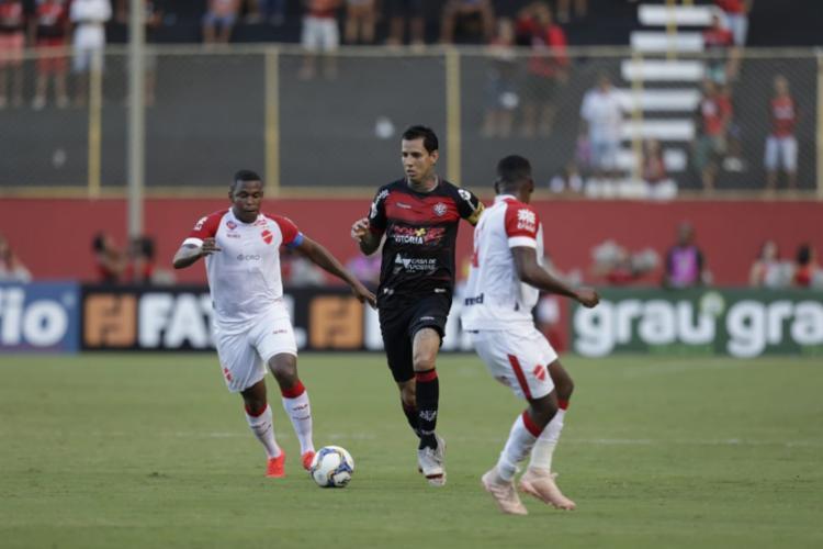 O gol que encerrou o jejum de 13 jogos sem vencer, foi marcado apenas aos 44 minutos do segundo tempo - Foto: Adilton Venegeroles | Ag. A TARDE