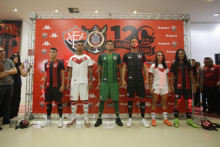 Durante o evento, o clube apresentou os dois padrões principais e os uniformes de goleiro - Foto: Uendel Galter | Ag. A TARDE