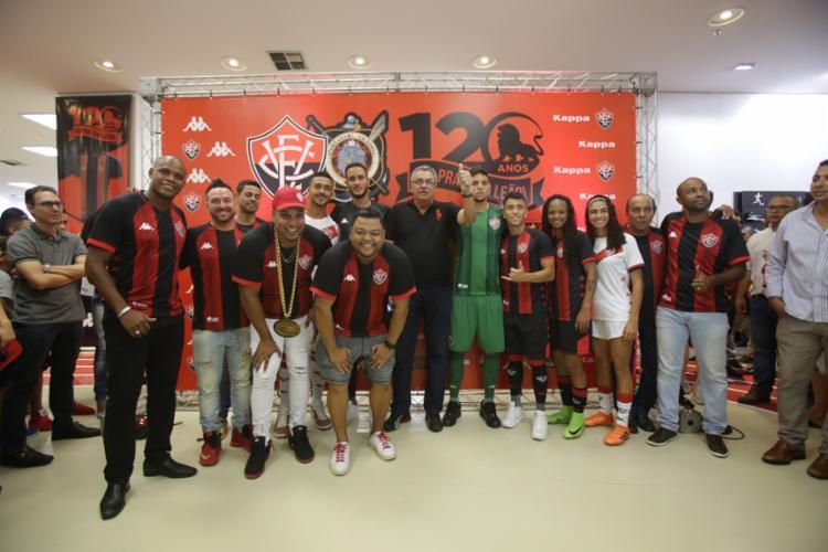 Personalidades e ídolos do clube estiveram presentes no lançamento dos novos uniformes