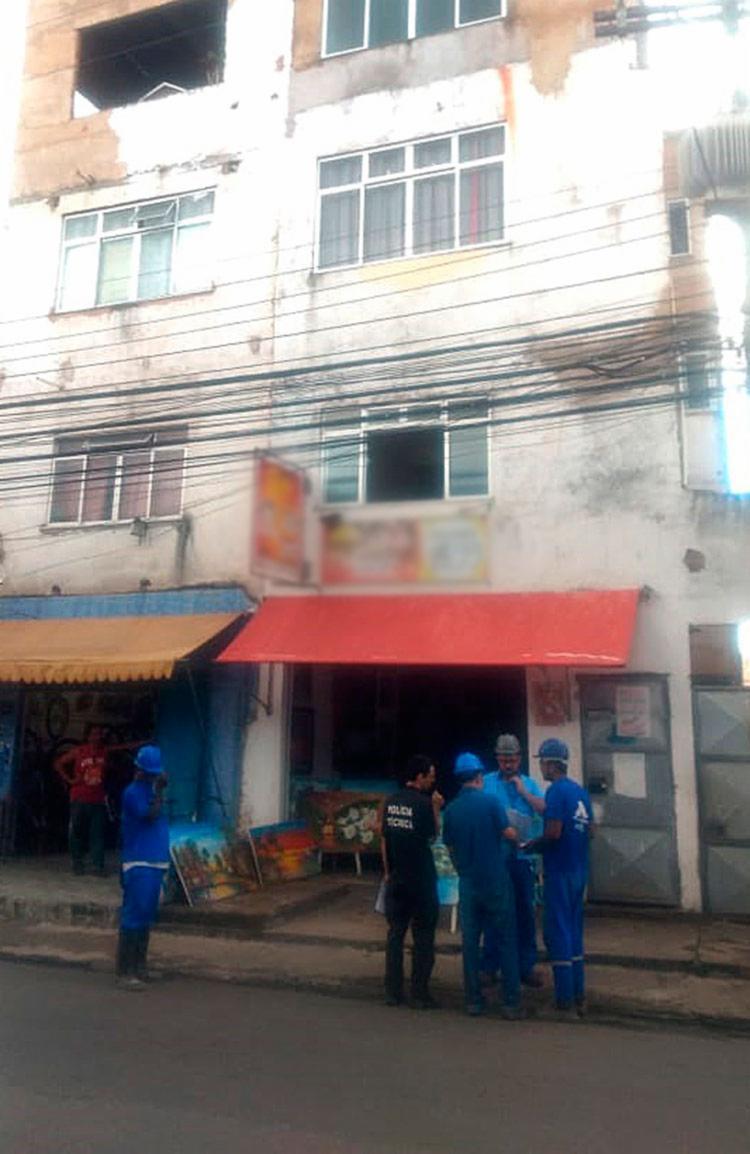 Imóvel de quatro andares possui um bar no térreo e três casas - Foto: Divulgação   Embasa