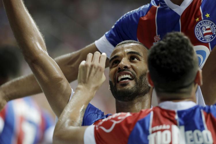 O zagueiro artilheiro Ernando marcou o gol que assegurou a classificação do Tricolor - Foto: Adilton Venegeroles l Ag. A TARDE
