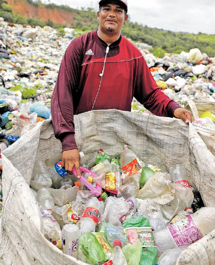 Alberto da Conceição, 30, catador de lixo de Catu - Foto: Joá Souza | Ag. A TARDE