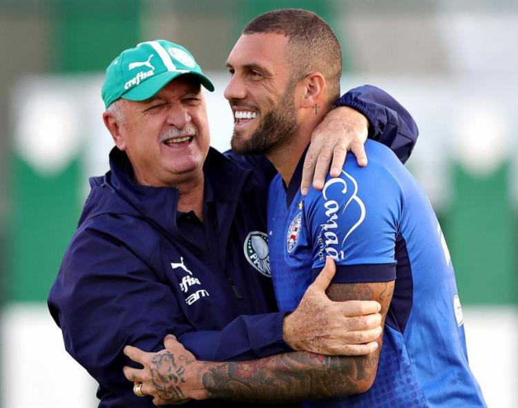 Fernandão reviu o técnico Luiz Felipe Scolari, que o comandou no Palmeiras em 2011 e 2012 - Foto: Felipe Oliveira l EC Bahia