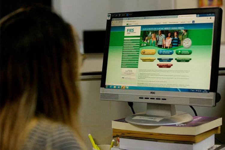 Estudantes precisam validar as informações prestadas pelas instituições de ensino - Foto: Uendel Galter | Ag. A TARDE