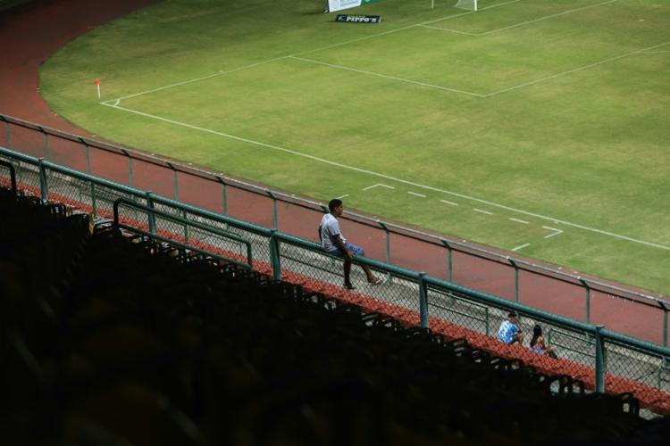 Arquibancada do estádio de Pituaçu, em Salvador, antes do jogo do Olímpia x PFC Cajazeiras - Foto: Uendel Galter   Ag. A TARDE