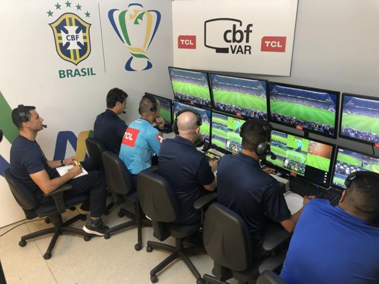 Nesta rodada, o VAR alterou a decisão de campo em três dos 10 jogos - Foto: Fernando Torres | CBF