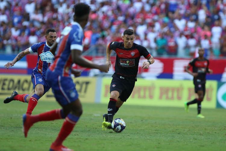 Torcedor agora tem uma série de novos dispositivos para continuar ligado no futebol - Foto: Tiago Caldas | Ag. A TARDE
