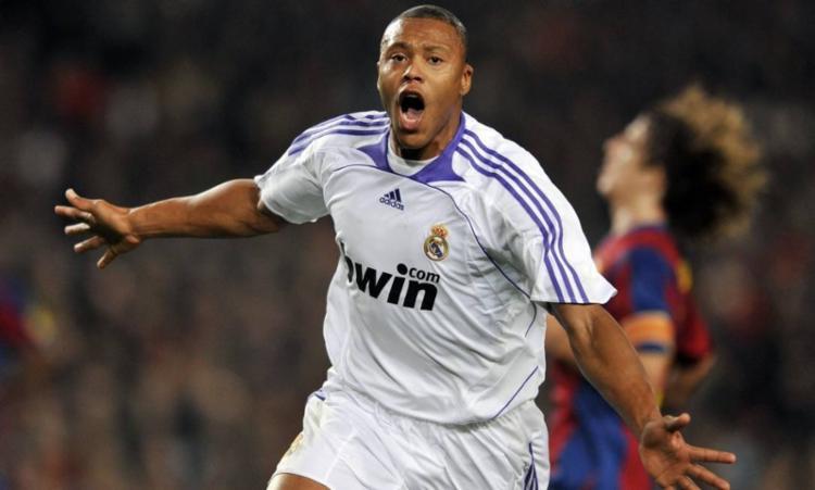 Júlio Baptista atuou no time do Real Madrid entre 2005 e 2008 - Foto: Javie Soriano | AFP