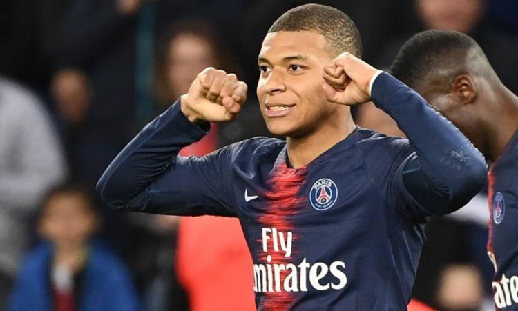 O jogador do Paris Saint-Germain foi eleito o melhor jogador e o melhor jovem atleta da Ligue 1 - Foto: Franck Fife | AFP