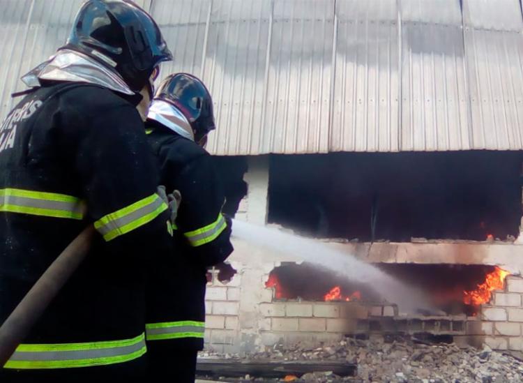Incêndio começou por volta das 4h50 - Foto: Joá Souza | Ag. A TARDE
