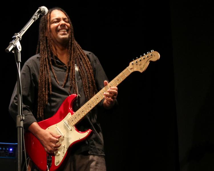 Julio Caldas apresenta músicas de sua autoria e releituras de clássicos do blues - Foto: Anabel Guerra | Divulgação