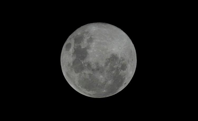 Origem da Lua pode estar relacionada com a colisão da Terra com um corpo celeste - Foto: Adilton Venegeroles   Ag. A Tarde