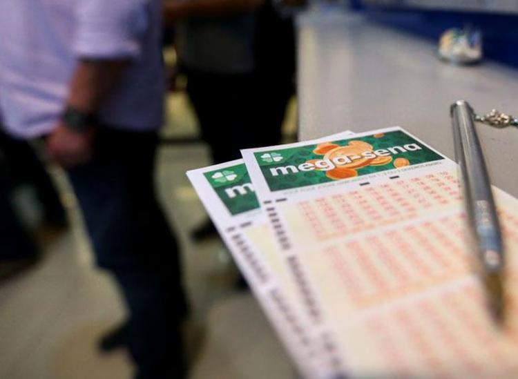 Dezenas do concurso 2.165 serão sorteadas a partir das 20h - Foto: Marcelo Camargo | Agência Brasil