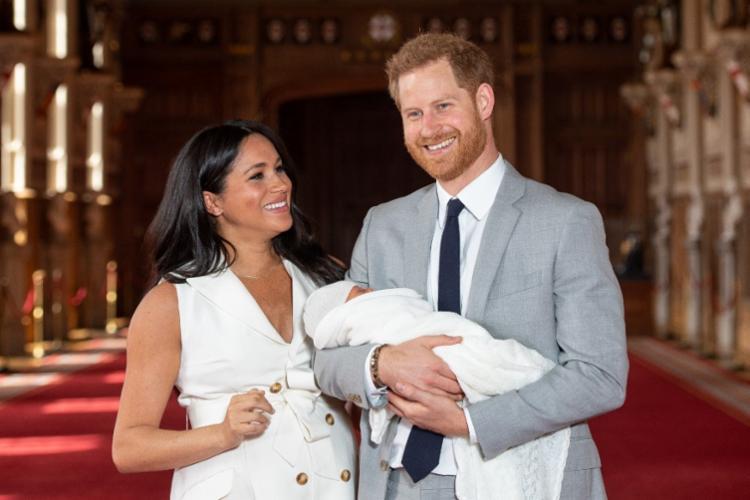 Criança deve conhecer sua bisavó, rainha Elizabeth II, até o fim do dia - Foto: Dominic Lipinski   AFP