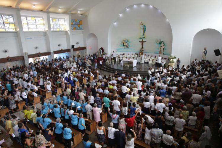 A cerimônia foi celebrada no Santuário da freira baiana, na avenida Dendezeiros do Bonfim - Foto: Uendel Galter l AG. A TARDE