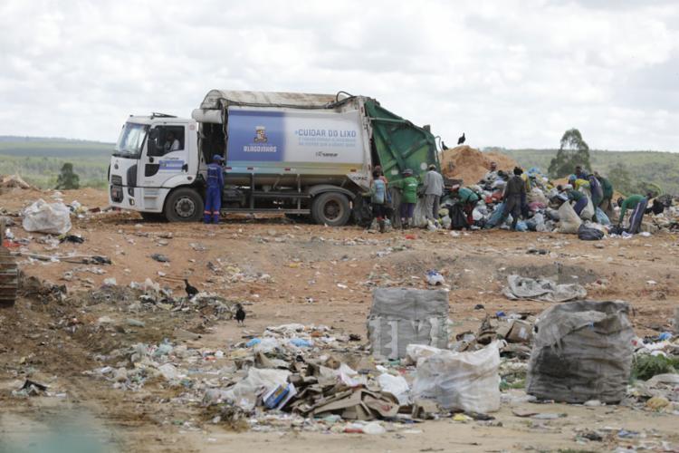 O aterro levou oito meses abandonado - Foto: Joá Souza l Ag. A TARDE