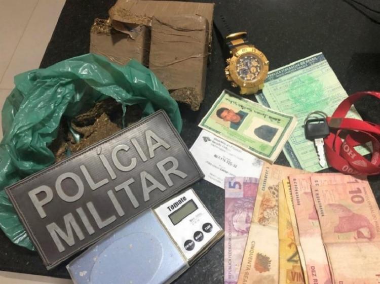A droga foi encontrada dentro do capacete do suspeito durante uma fiscalização - Foto: Divulgação | Policia Civil