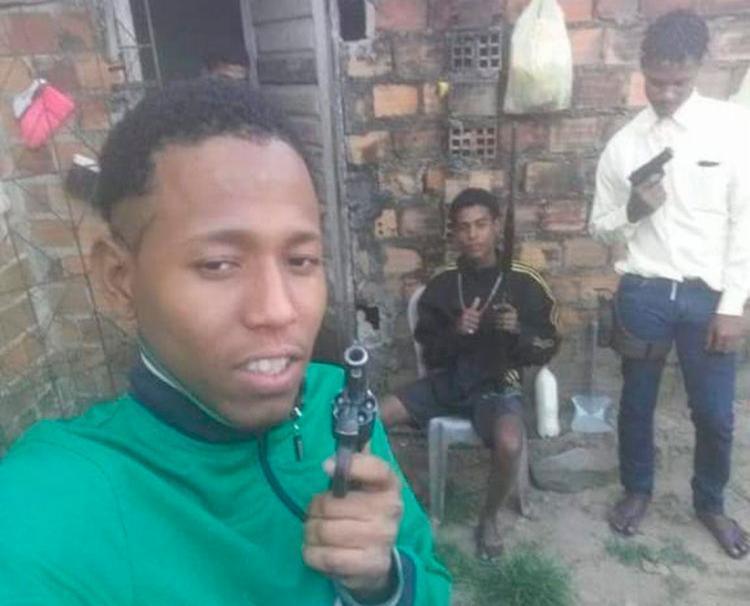 Suspeitos foram encontrados com armas no bairro Novo Inhambupe - Foto: Divulgação | SSP