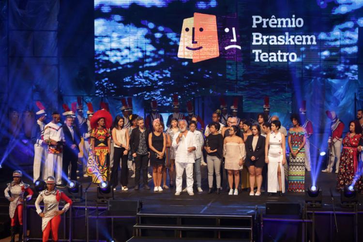 Márcio Meirelles (falando) recebeu o prêmio pelo espetáculo 'Por que Hécuba', apresentado no Vila Velha - Foto: Uendel Galter l Ag. A TARDE