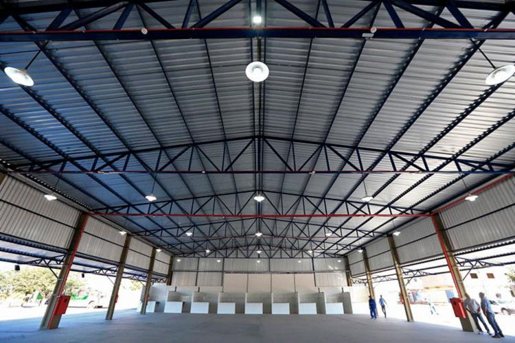 Mercado possui estrutura de cobertura metálica