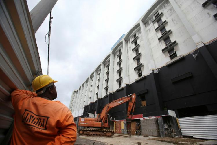 No local serão construídos dois condomínios - Foto: Raul Spinassé | Ag. A TARDE
