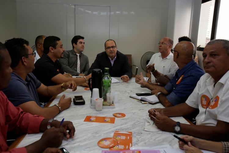 Os rodoviários recusaram o reajuste de 2,7% no salário oferecido pelos empresários - Foto: Joá Souza | Ag. A TARDE