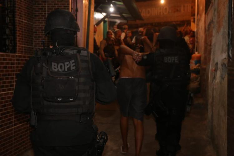 Dos 10 presos, cinco fizeram reféns no bairro de Santa Cruz - Foto: Divulgação | Alberto Maraux | SSP-BA