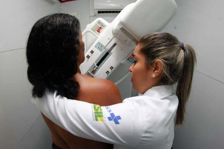 Mulheres na faixa etária de 50 a 69 anos, de Abaré, Santa Brígida, Chorrochó, Pedro Alexandre e Macururé, poderão realizar gratuitamente a mamografia - Foto: Divulgação