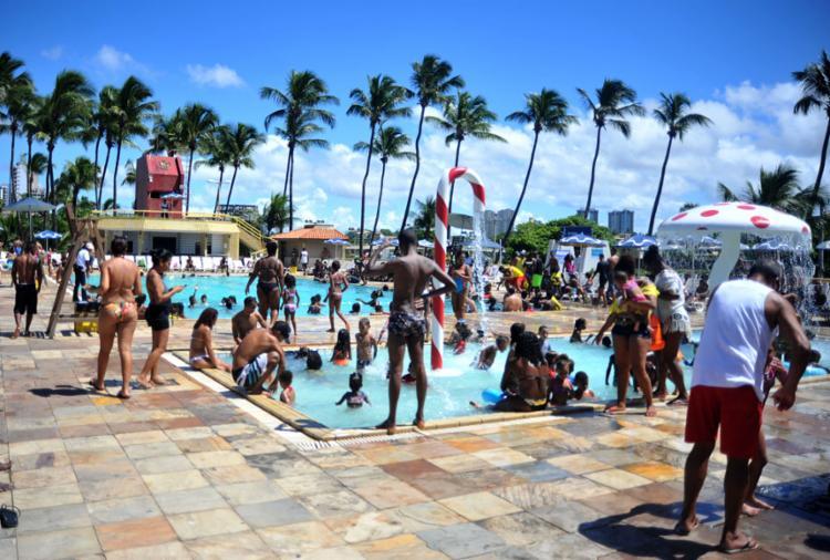 A piscina foi a atração preferida dos adultos e da criançada - Foto: Felipe Iruatã l Ag. A TARDE