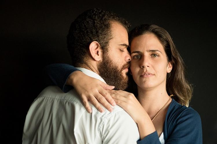 Camila Guilera e Israel Barretto interpretam dois adultos de espíritos livres - Foto: Dudu Assunção | Divulgação