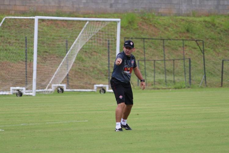 Treinador muda time no gol, na zaga e no meio de campo em busca de formação ideal no Leão - Foto: Divulgação l EC Vitória