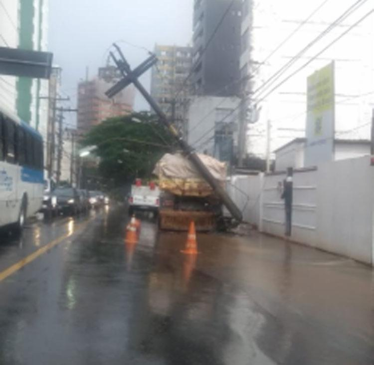 Uma viatura da Transalvador está no local monitorando o trânsito - Foto: Divulgação | Transalvador