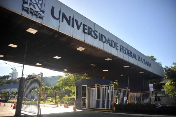 A universidade informou que solicitou à PM para reforçar a segurança no entorno dos campi - Foto: Felipe Iruatã l Ag. A TARDE l 3.5.2019