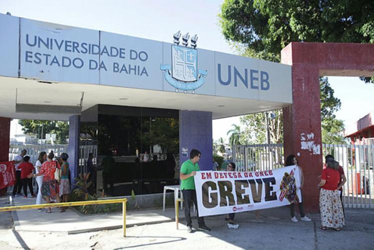 Os professores da Uneb estão em greve há 28 dias - Foto: Uendel Galter | Ag. A TARDE
