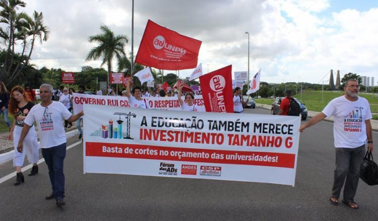 Professores estão em greve desde o dia 9 de abril - Foto: Divulgação   Ascom Aduneb