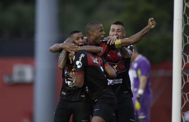 O Rubro-Negro saiu na frente do placar, mas foi derrotado pelo time de interior de São Paulo - Foto: Adilton Venegeroles l Ag. A TARDE