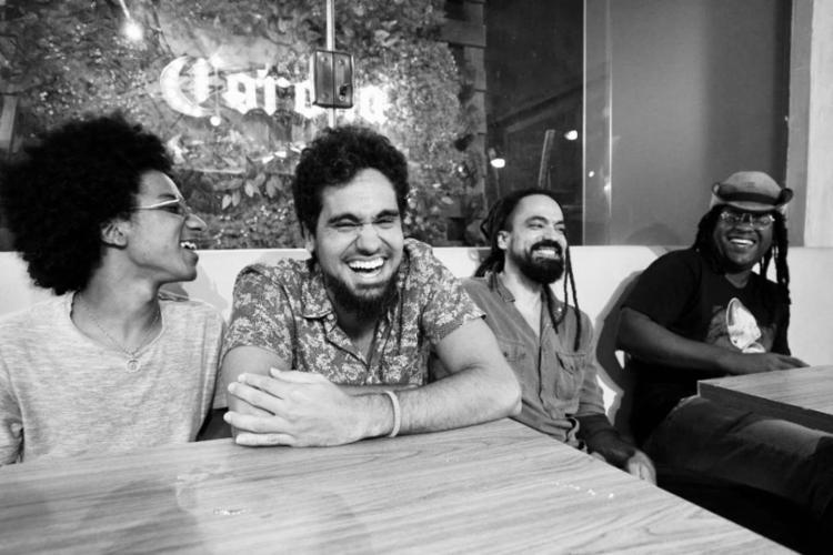 Grupo lançou o primeiro disco 'Negros, Brancos e Baianos', em 2016 - Foto: Divulgação