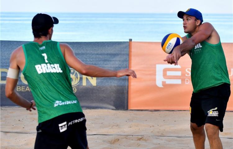 André e George venceram os dois jogos e avançaram direto para as oitavas - Foto: Divulgação | FIVB