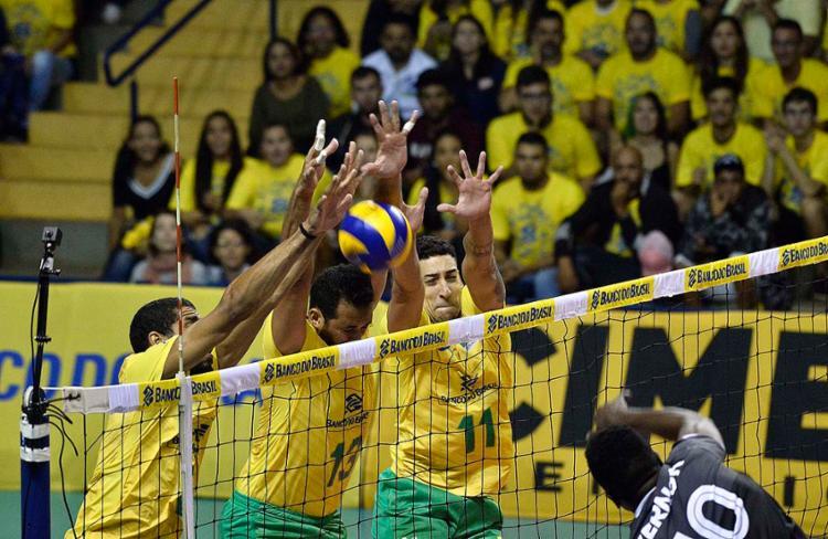 Equipe do técnico Renan Dal Zotto superou o adversário no tie break - Foto: Divulgação   CBV