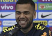 Lateral Daniel Alves afirma que Brasil está em evolução   Juan Mabromata l AFP