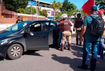 Motorista tenta agredir manifestantes na avenida ACM | Keyla Pereira | Ag. A TARDE