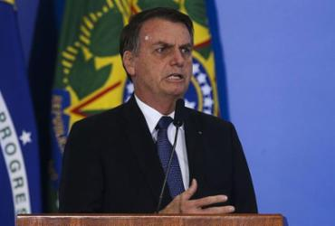 Após porta-voz negar, Bolsonaro revoga decreto de arma e edita nova versão | Antonio Cruz l Agência Brasil