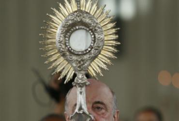 Fieis se reúnem para procissão de Corpus Christi |