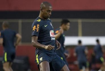 Fernandinho treina com proteção no joelho e deve reforçar seleção na quinta | Lucas Figueiredo l CBF
