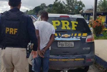 Homem é flagrado ao tentar roubar cabos de energia elétrica na BR-324 | Divulgação | PRF