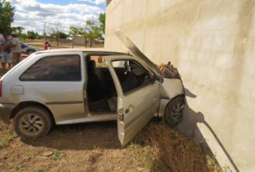 Carro desgovernado colide com igreja em Luis Eduardo Magalhães | Divulgação | Blog do Braga
