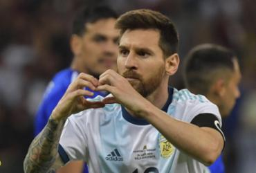Messi marca, Armani pega pênalti e Argentina empata no sufoco com o Paraguai | Luis Acosta l AFP